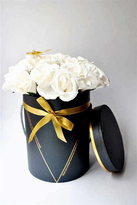 Papīra rozes dāvanu kastē. Nevīstoša un unikāla dāvana.www ...