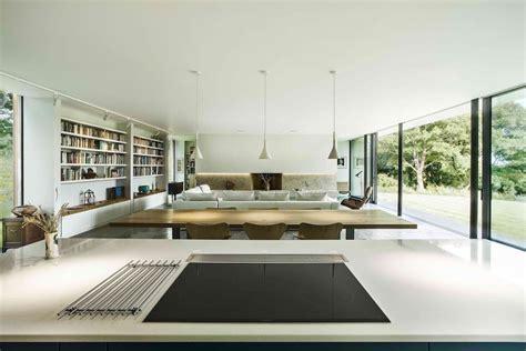maison moderne en pleine foret