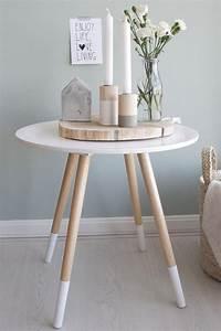 Lampe Skandinavisches Design : cr ez une merveilleuse d coration avec la bougie blanche ~ Markanthonyermac.com Haus und Dekorationen