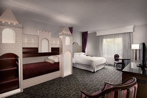 Disneyland® Good Neighbor Hotel Rooms & Suites Anaheim