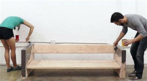 les canap駸 en bois fabriquer un canape en bois maison design bahbe com