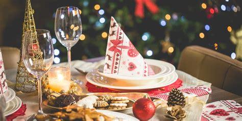 ide dekorasi meja makan  hari natal