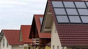 Solaranlage Dach Kosten : tipps zum sparen beim warmwasser ratgeber verbraucher ~ Orissabook.com Haus und Dekorationen