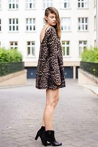 Kleid Mit Jeansjacke : swing kleid mit leopardenmuster ~ Frokenaadalensverden.com Haus und Dekorationen