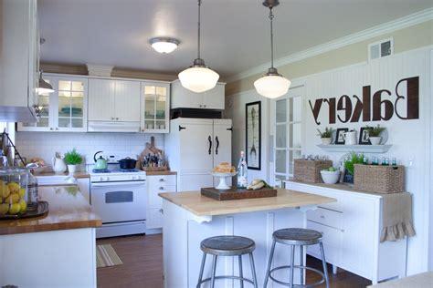 idee etagere cuisine cuisine etagere murale pour cuisine avec jaune couleur