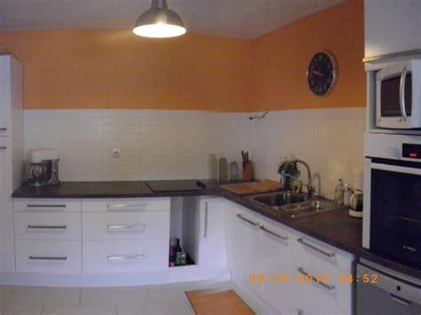 cuisine blanche et marron cuisine apres photo 1 2 on a repeind le plafond dé