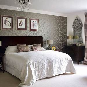 Beautiful wallpapers for a spring bedroom decor