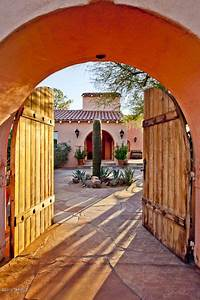 Love the doors of the entrance to the #courtyard #Spanish