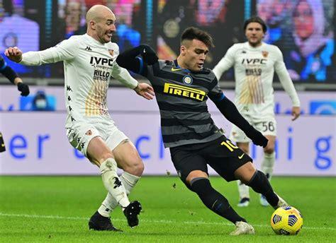 Inter de Milão goleia o Benevento e segue na cola da ...