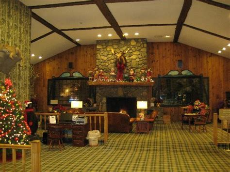 lobby and fireplace picture of green granite inn