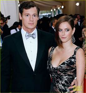 Kaya Scodelario & Benjamin Walker Make Sleek Met Gala ...