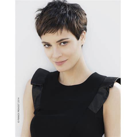 coupe tres courte moderne coiffure tres courte tendance