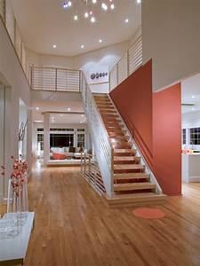 Photos hgtv for Gorgeous modern staircase wall design
