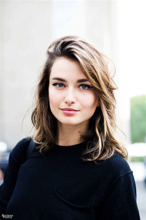 Mid To Hairstyles by 15 Pretty Wavy Hairstyles For Winter Pretty Designs