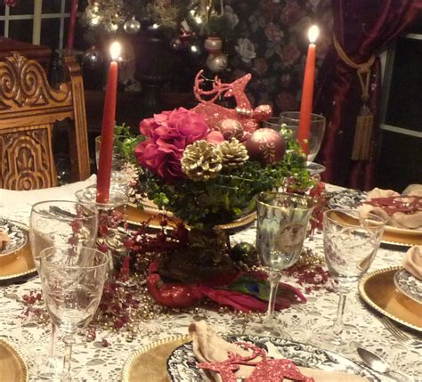 beautiful christmas centerpiece  adorable red