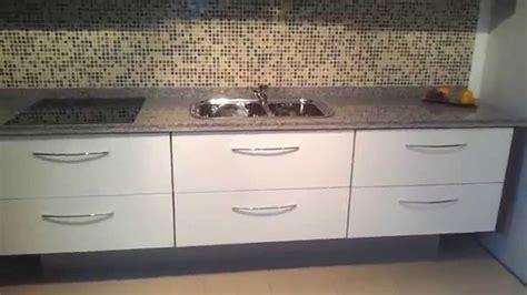 mueble de cocina suspendido alacenas vidrio blanco