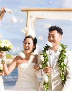 wedding in hawaii bright smile wedding sneakers in hawaii