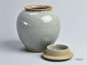 Porzellan Und Keramik : deckelvase krakelee vase keramik grau handarbeit craquel clay vase grey porcelain ceramic ~ Markanthonyermac.com Haus und Dekorationen