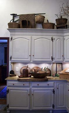 picture of kitchen cabinets 1000 images about primitive baskets and boxes on 4189