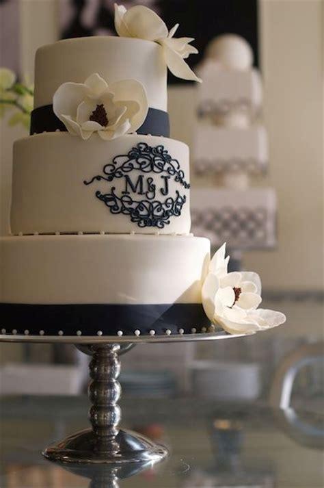 unique monogrammed wedding cakes weddingomania