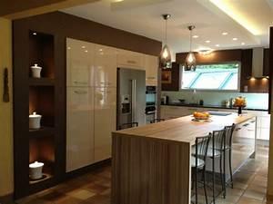 ilot central de cuisine en 30 idees originales With idee deco cuisine avec cuisine Équipée avec table intégrée