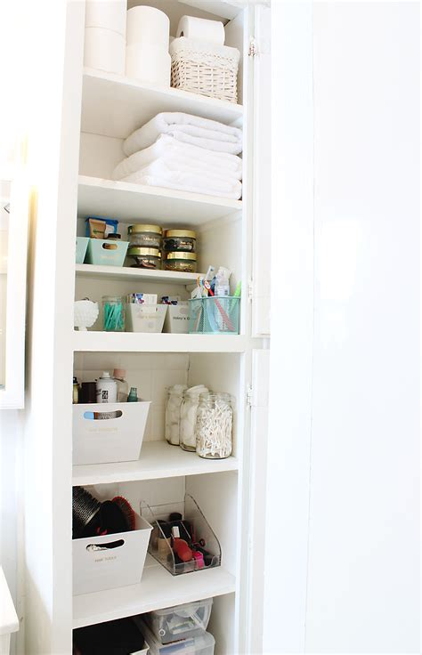 organize  bathroom   easy steps classy clutter