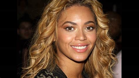 Light Honey Blonde Hair Color Suits To Which Type Of Skins