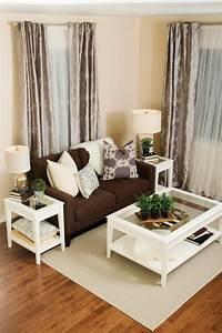 Wohnzimmer Mit Brauner Couch : gardinen wohnzimmer ein accessoire mit vielen funktionen ~ Markanthonyermac.com Haus und Dekorationen