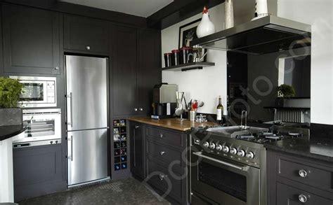 cuisine taupe et noir photo une cuisine couleur taupe