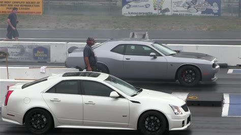 Hellcat Vs Ctsv by 2016 Hellcat Battles Cts V Cadillac 1 4 Mile Drag Race