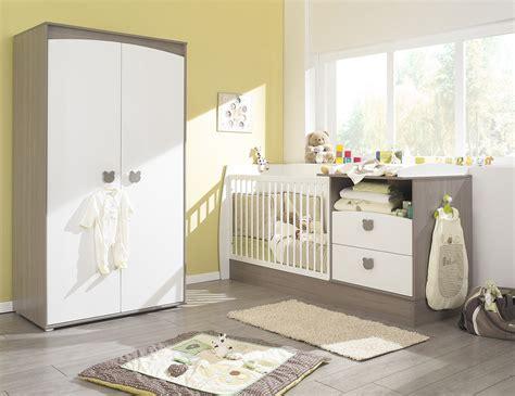 chambré bébé photo ambiance chambre bébé beige et marron