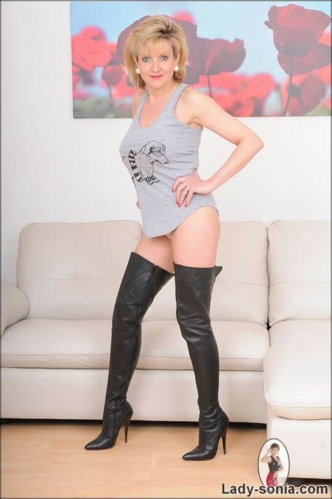 Hot Milf Lady Sonia Posing In Leather Thigh Boots Pichunter