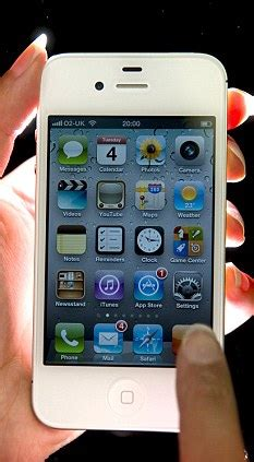 iphone 4s uk prices how to get the iphone 4s for free