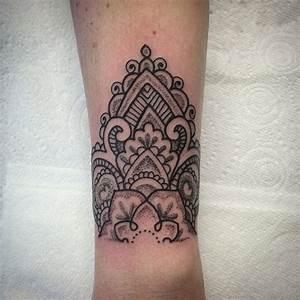 Mandala Tattoo Unterarm : grey mandala tattoo on arm ~ Frokenaadalensverden.com Haus und Dekorationen