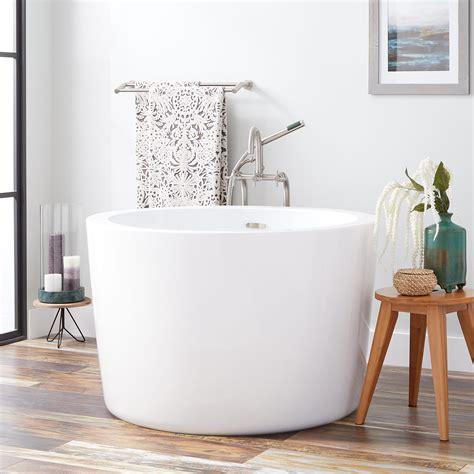 soaking tub 41 quot siglo japanese soaking tub bathroom