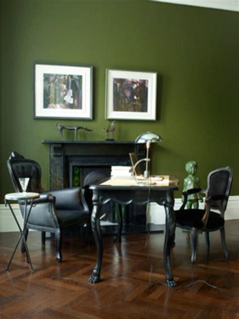 Wandfarbetrendsgrünewandmitbildern  Schwarze Möbel