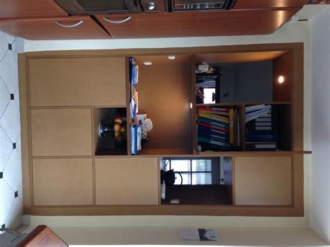 meuble de cuisine sur mesure meuble de rangement servant de séparation entre cuisine et