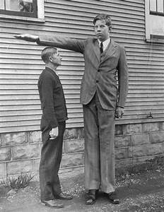 Someone Found Rare Footage Of The Tallest Man That Ever ...