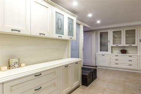 installer sa cuisine installer un placard et des étagères dans sa cuisine