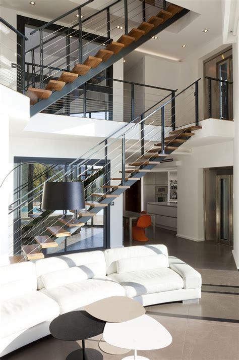 meuble derriere canapé moderne et originale maison d architecte à monaco avec une