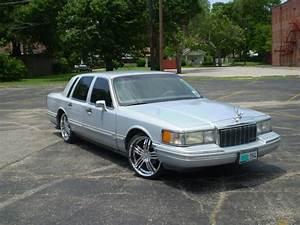 Lincoln Tc 1994 Lincoln Town Carsignature Sedan 4d Specs