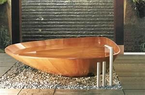 Freistehende Badewanne Holz : freistehende badewanne f r eine luxuri se badezimmereinrichtung ~ Yasmunasinghe.com Haus und Dekorationen