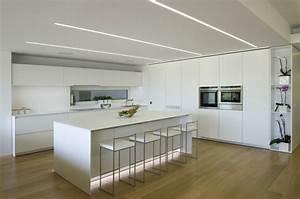 Küche Indirekte Beleuchtung : indirekte beleuchtung und r ume in neutralen farben ~ Bigdaddyawards.com Haus und Dekorationen