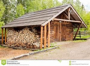 Hangar En Kit Bois : hangar et rondins en bois photo stock image 42235774 ~ Premium-room.com Idées de Décoration