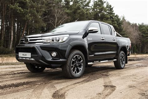 Check out the stunning new light designs and the range of robust wheel designs that further enhance its tough good looks. Toyota Hilux 'Invincible 50 Chrome': medio siglo de vida ...