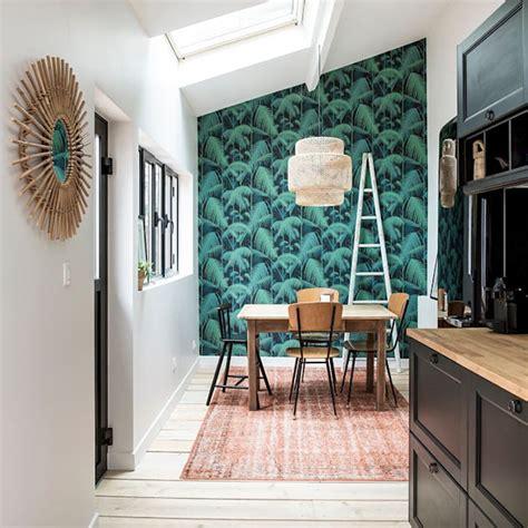 comment tapisser une chambre le papier peint tropical pour décorer votre intérieur