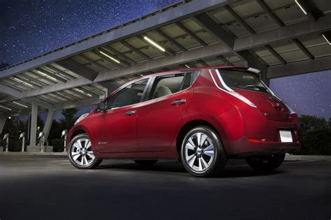 car nissan 2016 2016 nissan leaf electric car now rated at 107 miles on a