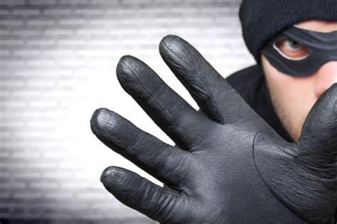 Valsts policija aicina uzmanīties no personām, kuras ar ...
