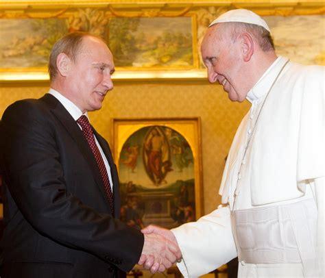 il y a un an au vatican kerviel et le pape françois les le geste de vladimir poutine qui a surpris le pape françois
