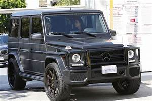 Kim Kardashian crashes her Mercedes into another car in ...
